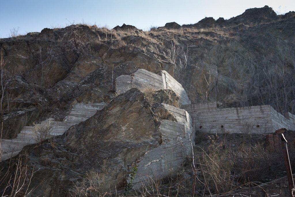 Rock Wall, Veles